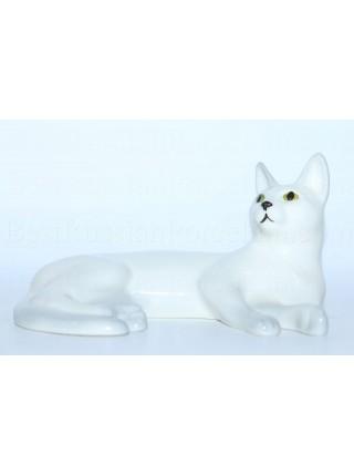 Sculpture White Cat