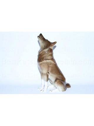 Sculpture Sitting Wolf