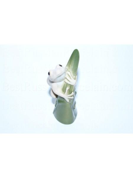 Sculpture Frog on a Leaf (marble)